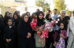 مردم و مسؤلان از بانوی قهرمان عنبرآبادی استقبال کردند