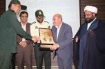 از تمبر یادبود آزاده قهرمان، دکتر یحیی کمالی پور نماینده مردم شهرستانهای جیرفت و عنبرآباد رونمایی شد