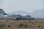 هواپیمای حامل وزیر به زمین نشست/ وزیر را و شهرسازی وارد جیرفت شد
